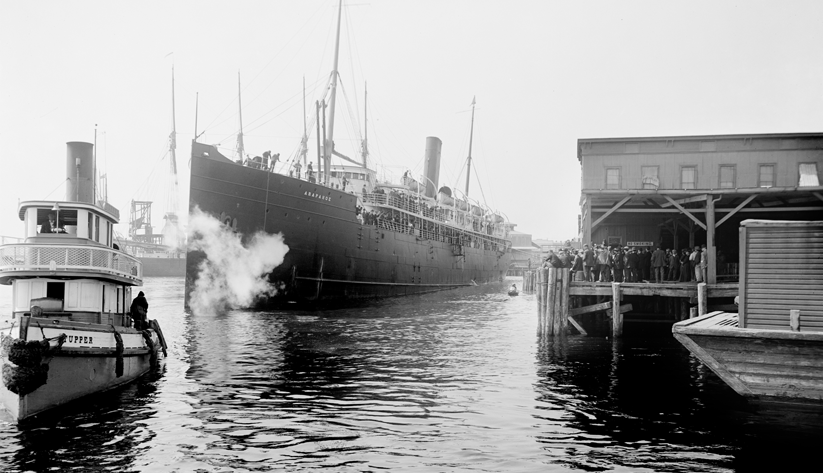 A steamship docking at a Jacksonville port in the early 20th century. Photo courtesy of the Library of Congress photographic archives