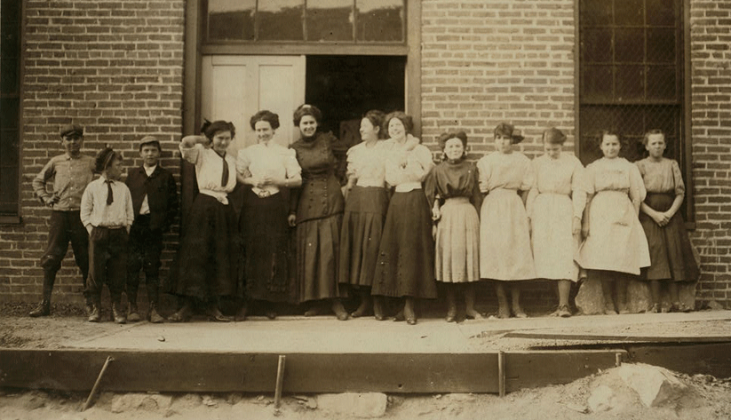 Workers outside Nashville's May Hosiery Mills in 1910. Photo courtesy of the Library of Congress photographic archives
